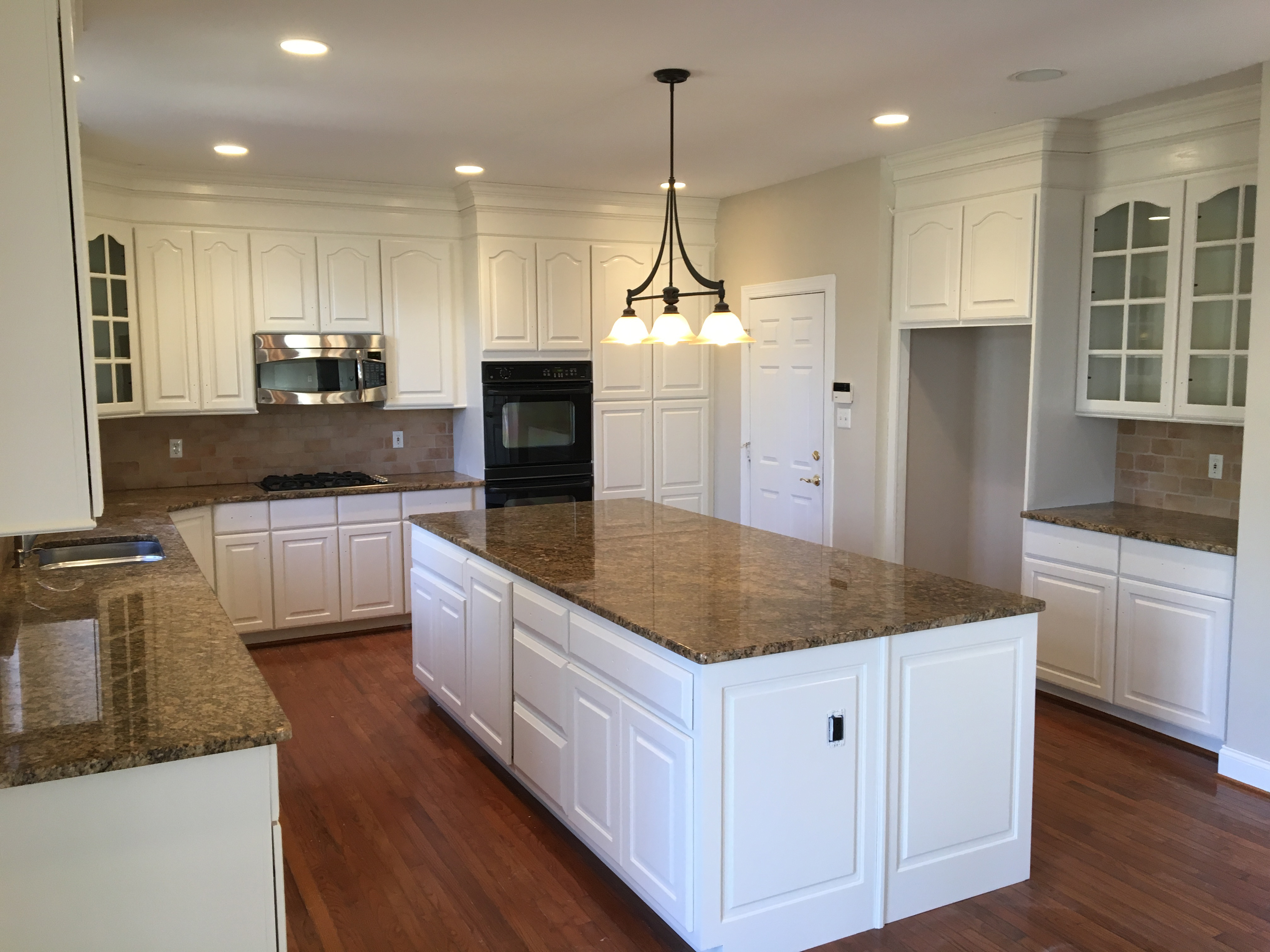 Quality Kitchen Cabinet Refinishing Services